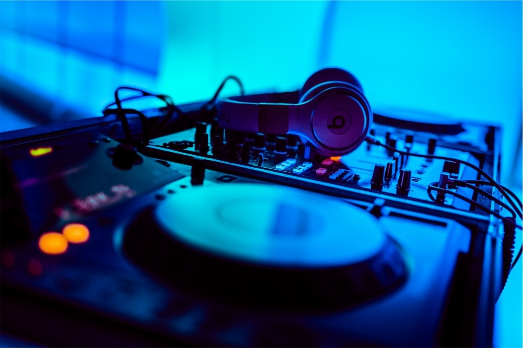 Learn How to DJ for Beginners using Technics